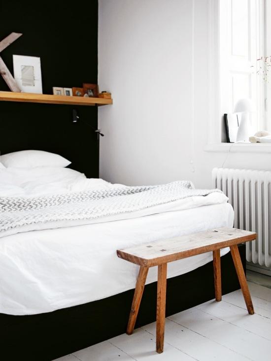 Czarna ściana Nad łóżkiemdrewniana Półka Zdjęcie W