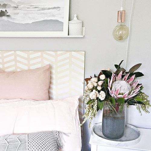 Wnętrza tygodnia z instagramu, czyli pastelowa aranżacja mieszkania w szarości i pudrowym różu