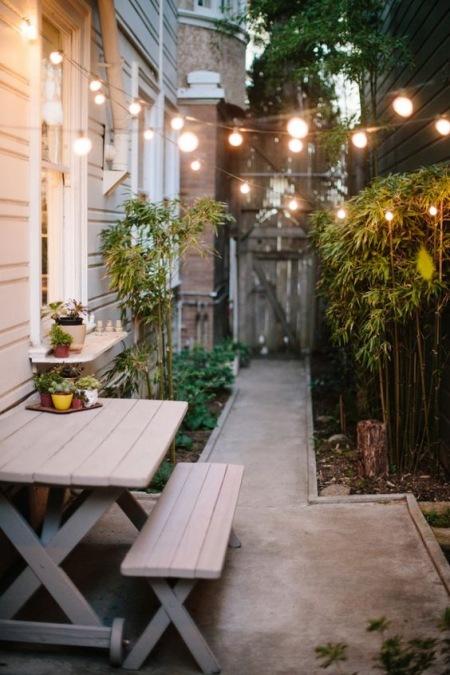 Oświetlenie W Ogródku Przed Domem Zdjęcie W Serwisie