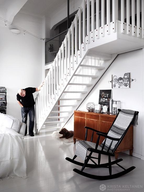Białe Schody W Domu W Stylu Skandynawskim Zdjęcie W