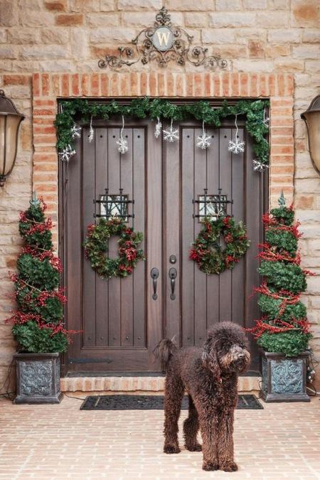 Czerwone Dekoracje świąteczne W Wazonach I Zdjęcie W