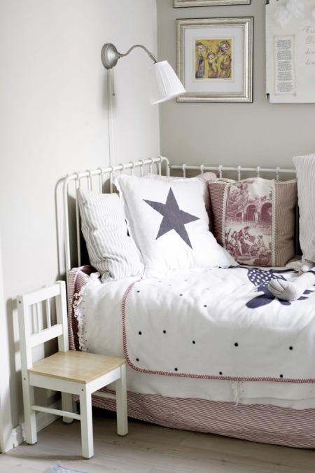 Metalowe łóżko Dla Dziecka Zdjęcie W Serwisie Lovingitpl
