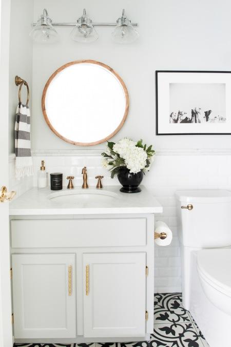 Złote Dodatki W Pastelowej łazience Zdjęcie W Serwisie