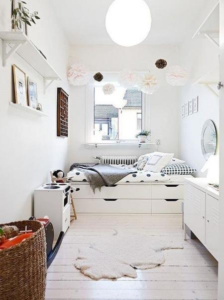 Aranżacja Wąskiej Sypialni Z Pojedynczym łóżkiem Zdjęcie W