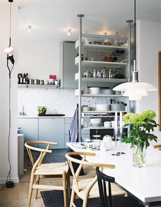 Pomysłowe Półki Dzielące Kuchnię Z Jadalnią Zdjęcie W