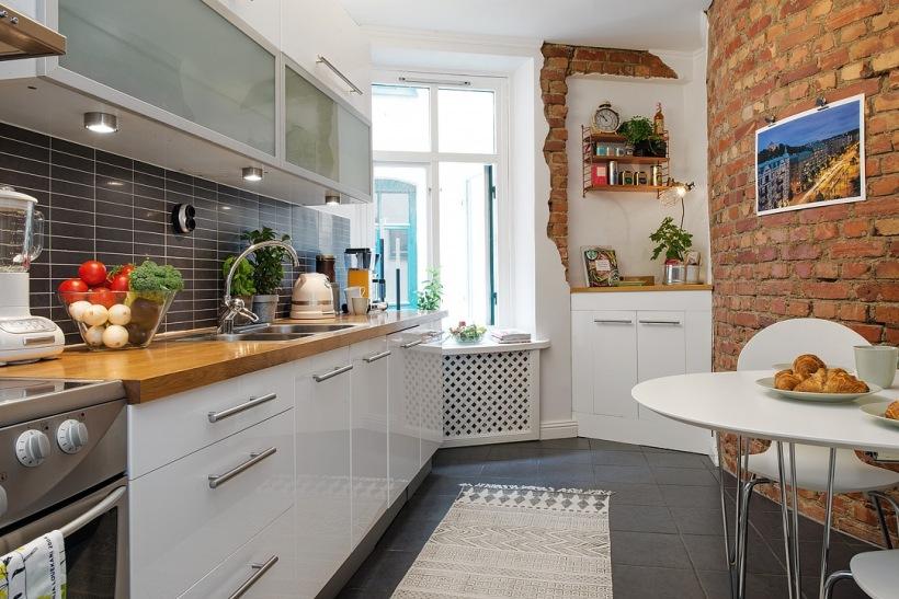 Czarne Płytki Cegiełki Na ścianie W Kuchni Zdjęcie W