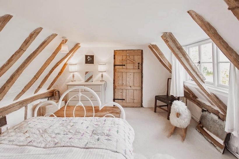 Drewniane Wiejskie Wrota W Aranżacji Sypialni Zdjęcie W