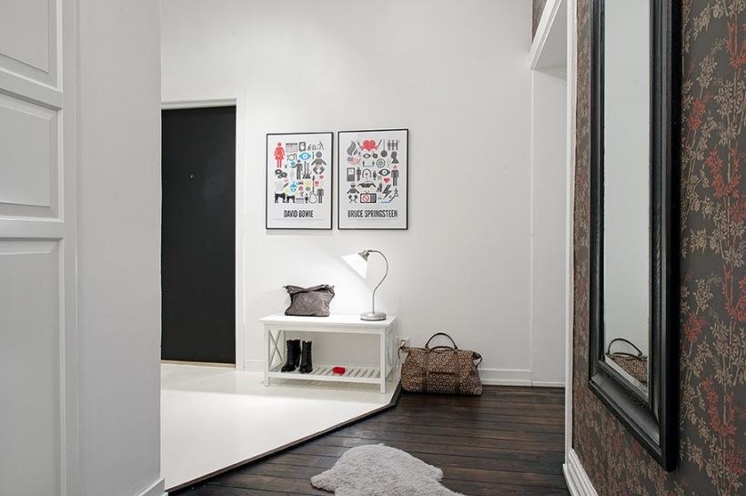 Kolorowe Grafiki Na Białej ścianieciemna Zdjęcie W