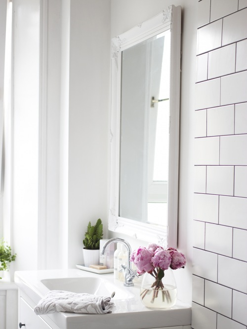 Jak  diametralnie odmienić łazienkę, wprowadzając niewiele zmian czyli spełnienie marzenia z dzieciństwa o wannie na ozdobnych nóżkach;)