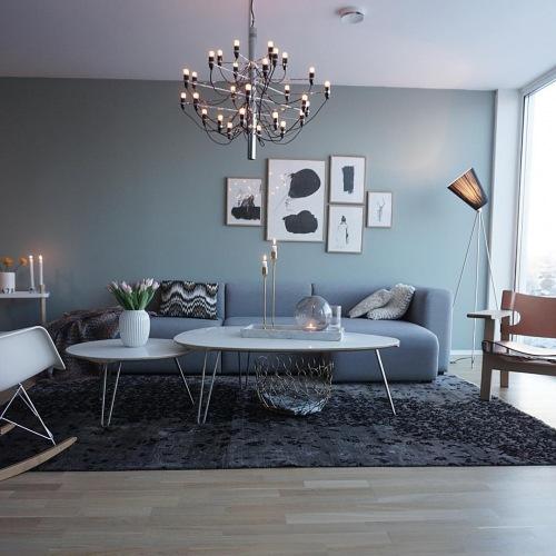 Subtelna aranżacja mieszkania w szarościach z nowoczesnymi akcentami, czyli wnętrza tygodnia z instagramu
