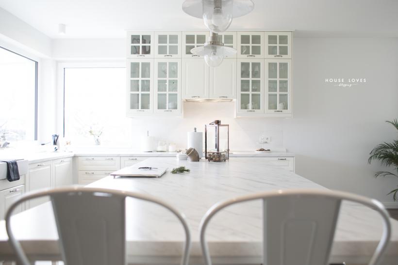 Marmurowy Blat W Białej Kuchni Zdjęcie W Serwisie Lovingit