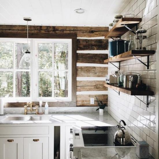 Drewniane Dekoracyjne Deski Na ścianie W Kuchni Zdjęcie W
