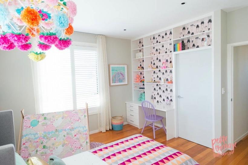 Pastelowa Sypialnia Dla Dziewczynki Z Czarno Zdjęcie W