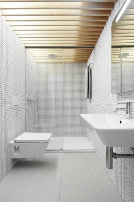 Biała Nowoczesna łazienka Z Dużą Kabiną Z Zdjęcie W