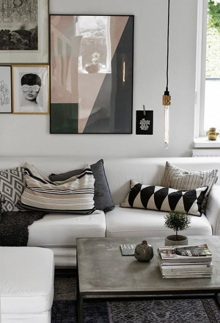 Biało Czarne Dekoracje W Salnie Z Biała Sofąbiała Zdjęcie