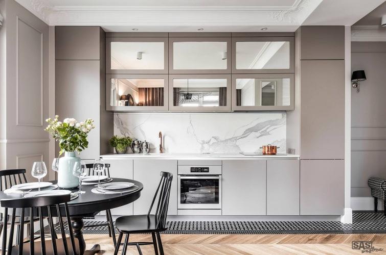 Polska aranżacja eleganckiego mieszkania w szarej palecie barw
