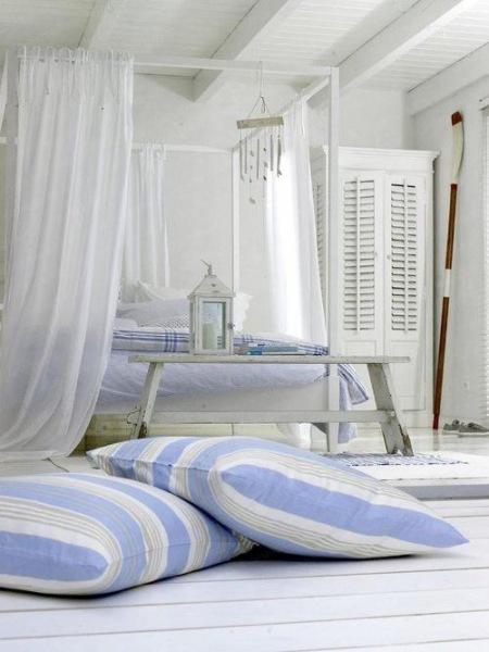 Biało Niebieska Sypialnia W Nadmorskim Stylu Zdjęcie W Serwisie