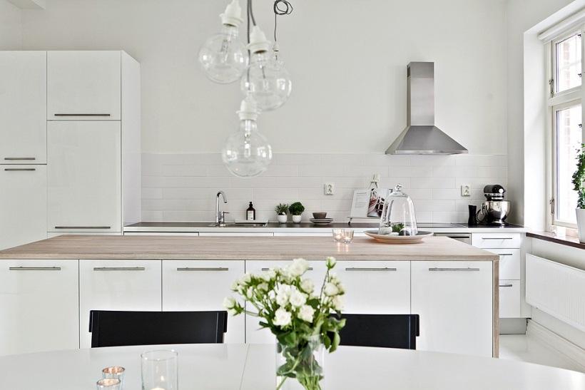 Prosta Minimalistyczna Biała Kuchnia Zdjęcie W Serwisie