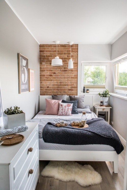 Jak udekorować sypialnię - 2 pomysły na aranżację z grafikami!