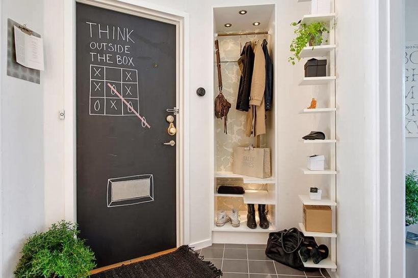 Czarne Drzwi Pomalowane Farbą Tablicowąszafa Zdjęcie W