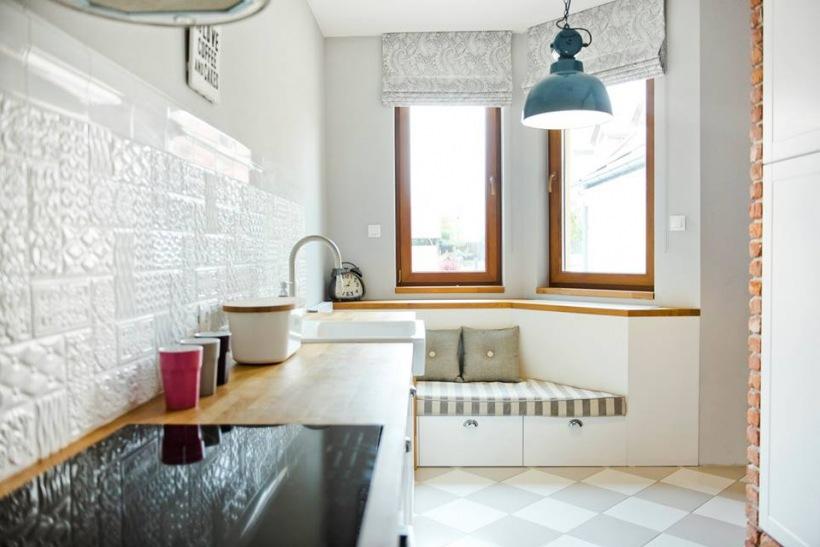 Leżanka Pod Oknem W Kuchni Zdjęcie W Serwisie Lovingitpl