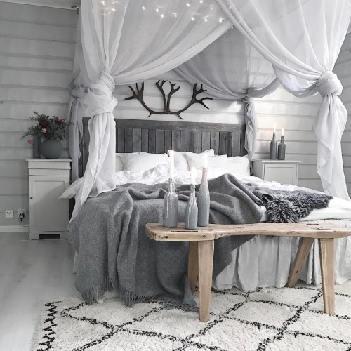 Niepowtarzalna aranżacja mieszkania w szarości z surowym drewnem, czyli wnętrza tygodnia z instagramu