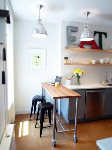Stół Na Kółkach W Małej Kuchni Zdjęcie W Serwisie Lovingit