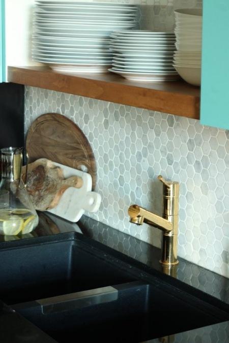 Złoty Kran W Wystroju Kuchni Zdjęcie W Serwisie Lovingit