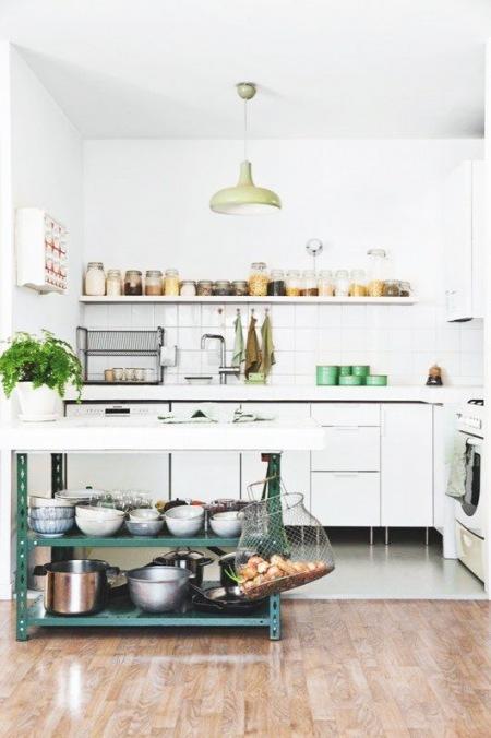 Modern Rustic Styl W Białej Kuchni Z Metalową Zdjęcie W