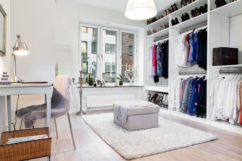 Aranżacja Garderoby W Stylu Skandynawskimpółki Zdjęcie W