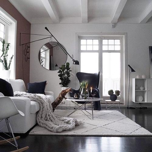 Czarne ściany i dodatki, czyli niepowtarzalna aranżacja mieszkania z cyklu wnętrza tygodnia z instagramu!