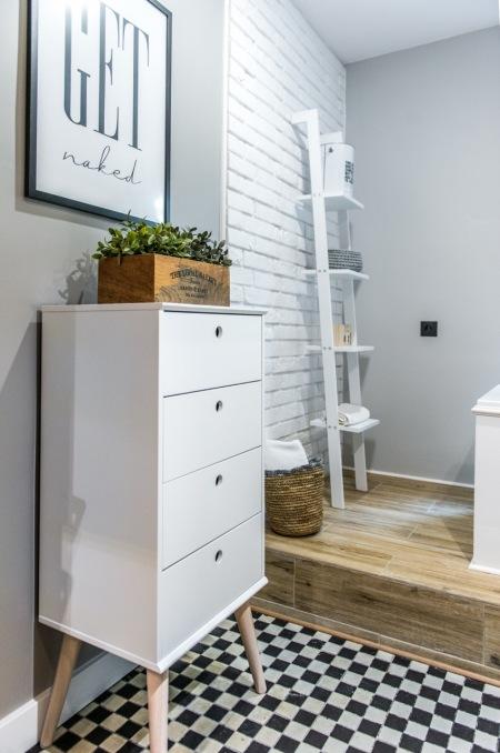 Biała Drabina Jako Regał W Aranżacji łazienki Zdjęcie W