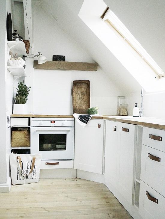 Biała Kuchnia Na Poddaszu Zdjęcie W Serwisie Lovingitpl
