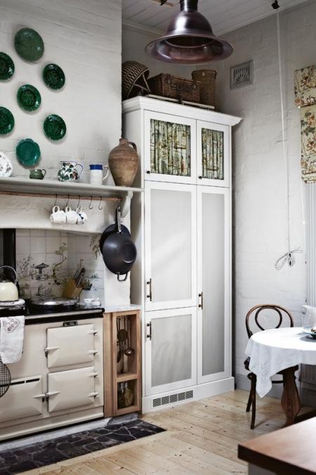Biała Kuchnia W Stylu Vintage Z Retro Piecem Zdjęcie W