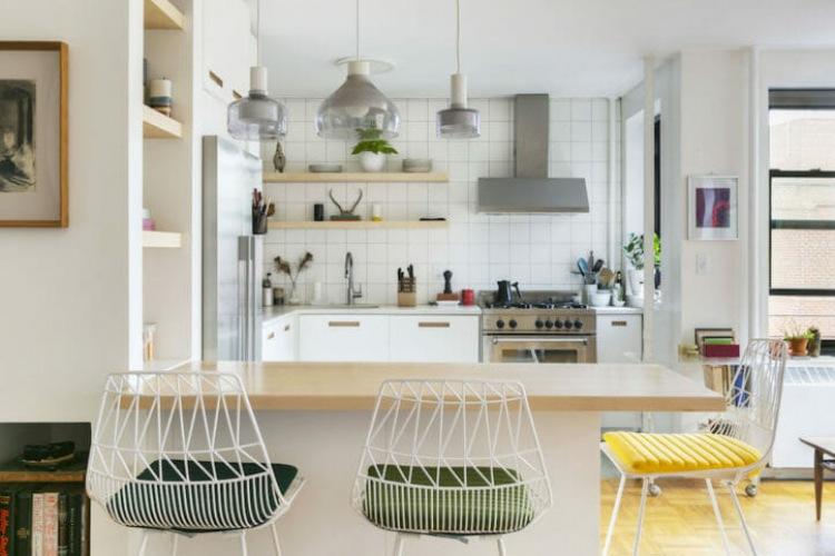 Metamorfoza kuchni, czyli jak zmienić stary wystrój w nowoczesną aranżację z kolorowymi dodatkami