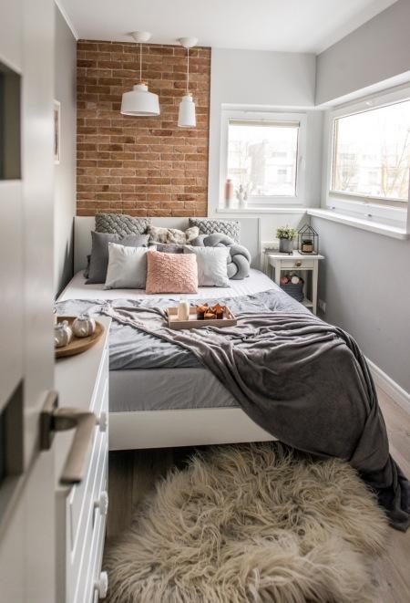Przytulna I Stylowa Aranżacja Małej Sypialni Zdjęcie W