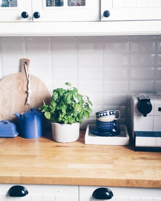 Niebieskie Dodatki Do Kuchni W Stylu Skandynawskim Zdjęcie W