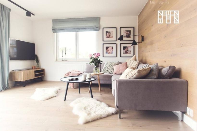 Poważnie Aranżacja salonu ze ścianą z drewna - zdjęcie w serwisie Lovingit RU54