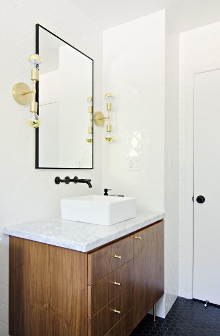 Złote I Czarne Dodatki Do łazience Zdjęcie W Serwisie