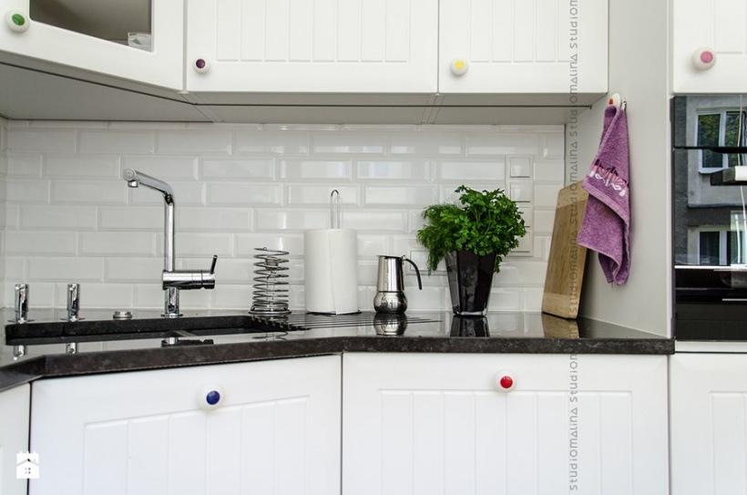 Białe Kafelki W Aranżacji Kuchni Zdjęcie W Serwisie