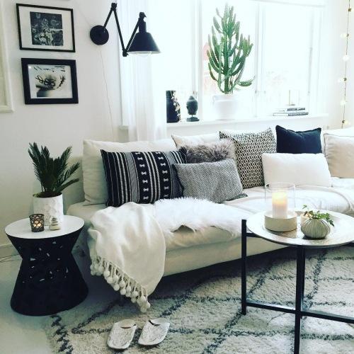 Oryginalne mieszkanie w czerni i bieli, czyli wnętrza tygodnia z instagramu
