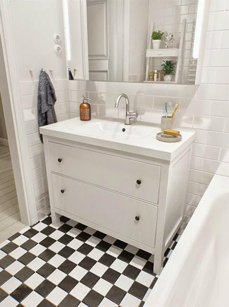 Białe łazienkowe Meble Z Ikea W Aranżacji Zdjęcie W