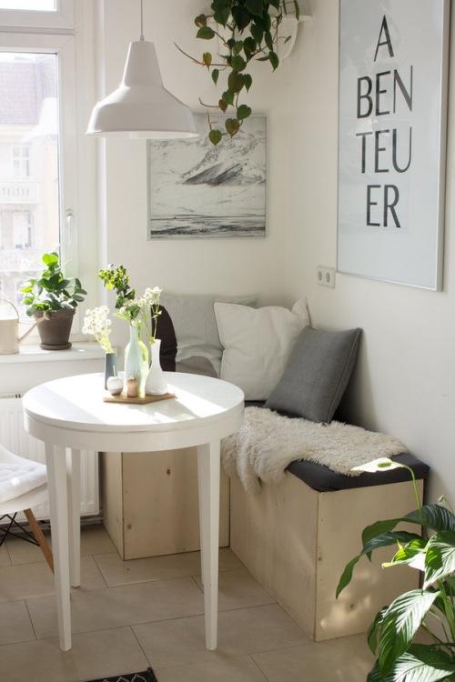 Stół w małej kuchni. 8 niezwykle inspirujących pomysłów
