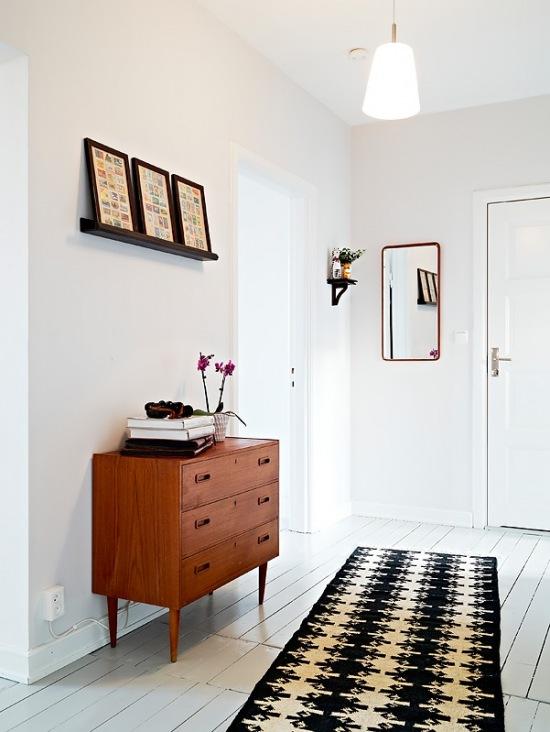 Podłoga Z Białych Malowanych Desekczarna Zdjęcie W