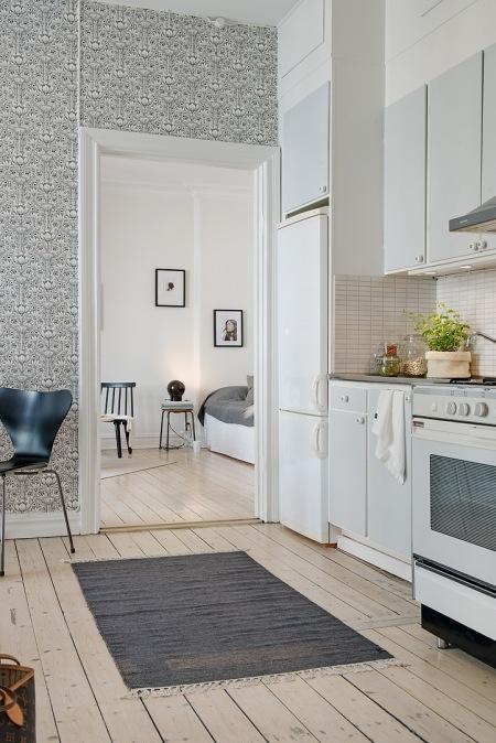 Biało szara kuchnia skandynawska z tapetą  zdjęcie w serwisie Lovingit pl (2   -> Kuchnia Skandynawska Inspiracje