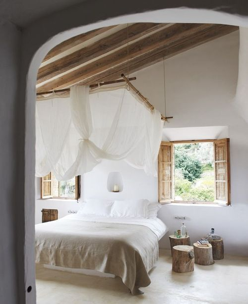 Romantyczna Sypialnia Z Baldachimem Zdjęcie W Serwisie