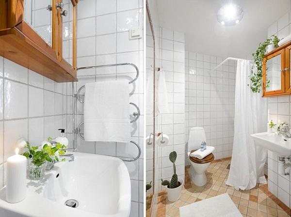 Mała Biała łazienka Z Drewnianymi Detalami Zdjęcie W