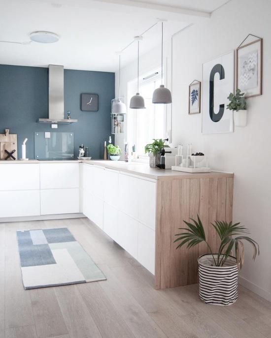 bia a kuchnia z kolorow cian i elementami zdj cie w serwisie 51715. Black Bedroom Furniture Sets. Home Design Ideas