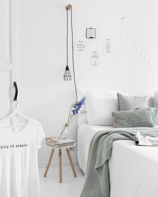Biała sypialnia z szarymi dodatkami - zdjęcie w serwisie Lovingit.pl (52846)