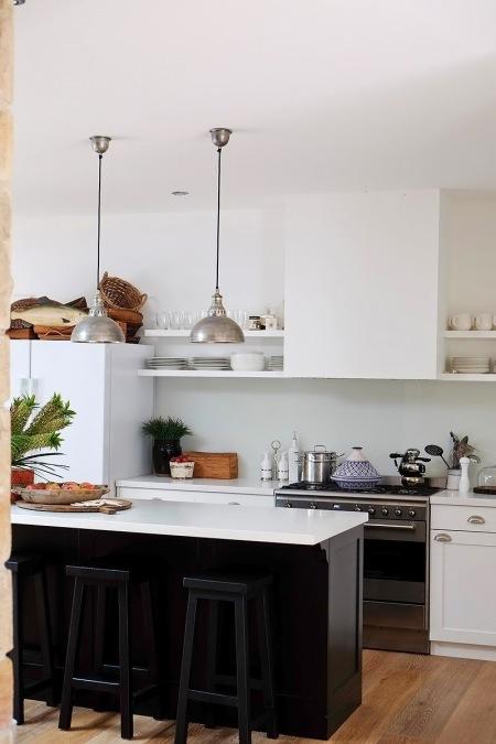 Czarna wyspa kuchenna z białym blatem, srebrne - zdjęcie w serwisie Lovingit.pl (25571)